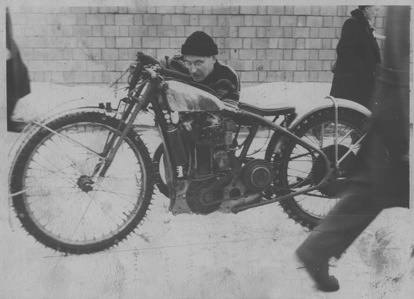 1961 Ice Racing During the fifties Russian and Scandinavian riders used to meet and compete frequently Most motorcycles were built with this type of frame and some single 500cc cylinders were British-built JAP
